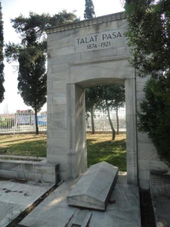Թալաթ փաշայի գերեզմանը Ստամբուլի Ազատության նահատակների այգում (© Hbasak)