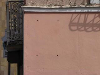 Ջեմալ փաշայի 12 անց հեռացված հուշատախտակի հետքերը (աղբյուրը` sigaretka7.livejournal.com)